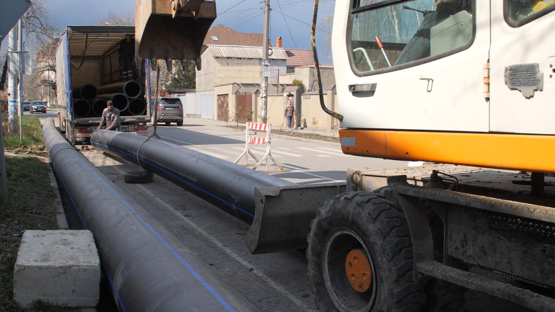 на Даче Ковалевского обновляют магистральный водопровод