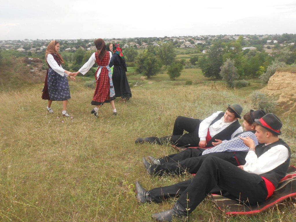 старинный бюолгарский обычай, танцы