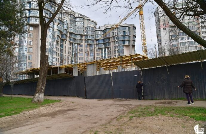 Одесский суд приостановил скандальную стройку на Лидерсовском бульваре