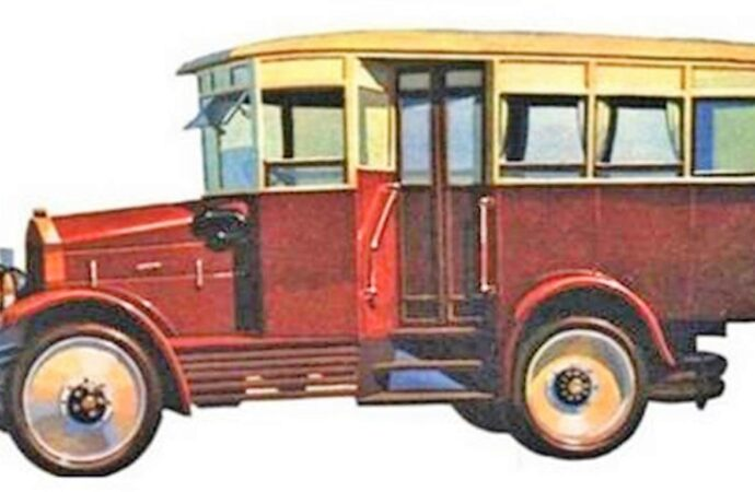 Одесские истории: как в город приплыли первые автобусы (видео)