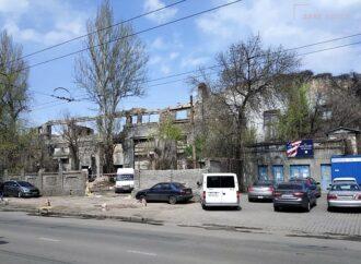 В Одессе на Приморской сносят руины Судоремонтного завода (фото)
