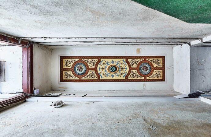 В одесском доме с иллюминаторами восстановили старинную роспись (фото)