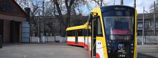 В Одессе презентовали уже третий трамвай-великан – как он выглядит? (фото)
