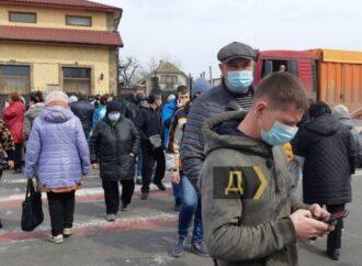 Жители Ленпоселка перекрыли дорогу – люди 10 дней сидят без воды
