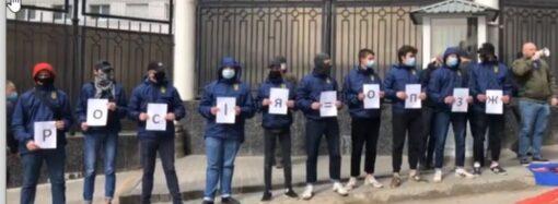 Одесский «Нацкорпус» провел зрелищную акцию против «кума Путина» (видео)
