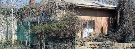 В Одессе на Чубаевке освобождают из «плена» историческую бельгийскую остановку (фото)