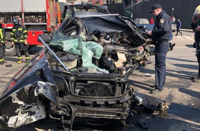 ДТП в Одессе: лекговой автомобиль превратился в груду металла (фото)