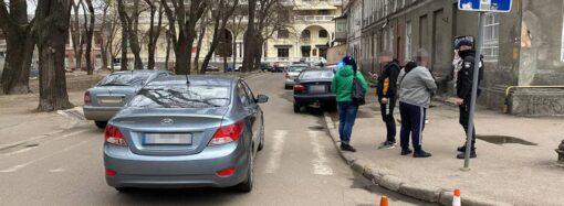 В центре Одессы Hyundai сбил трех парней и скрылся