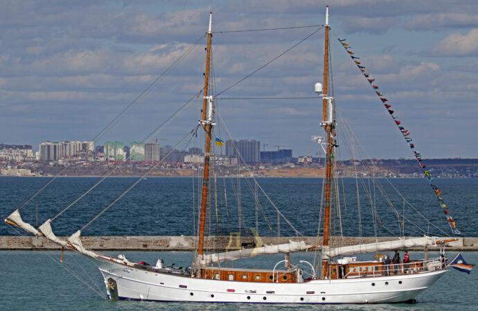 Старинная шхуна Joseph Conrad покинула Одессу (фото)