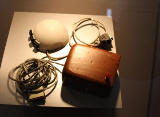 Этот день в истории: премия за изобретение компьютерной мыши