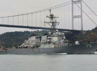 В Черное море вошли два больших российских военных корабля