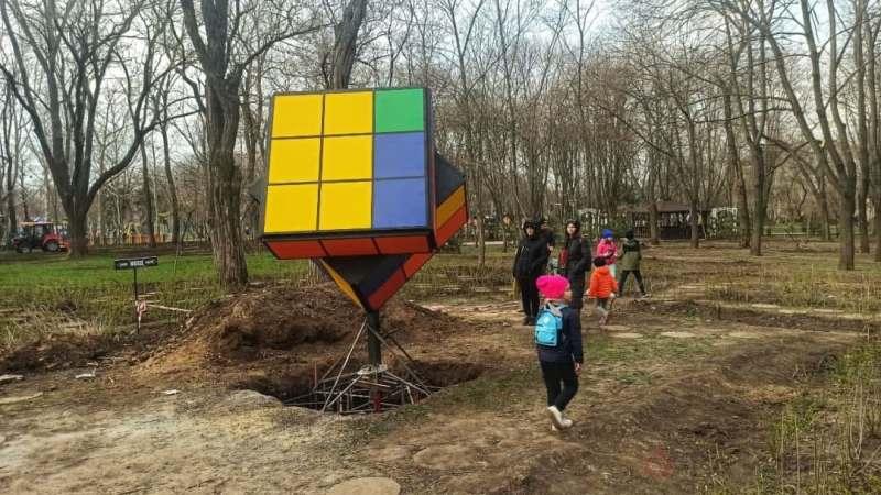 кубик Рубика в одесском парке3