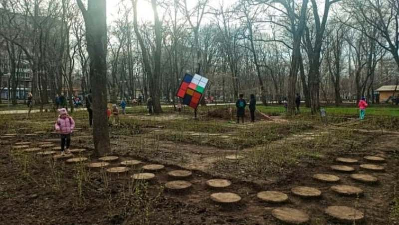 кубик Рубика в одесском парке2