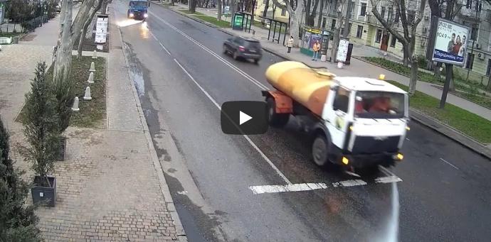 Коммунальщики показали, как моют улицы Одессы (видео)