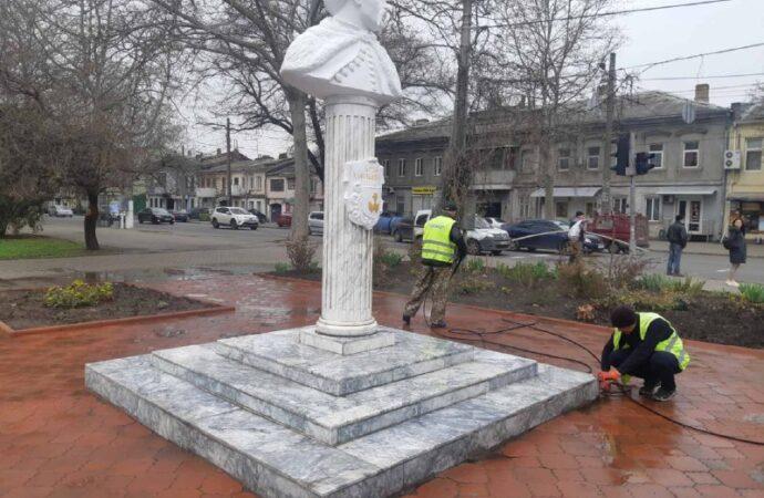 В Одессе отремонтировали памятник Богдану Хмельницкому (фото)