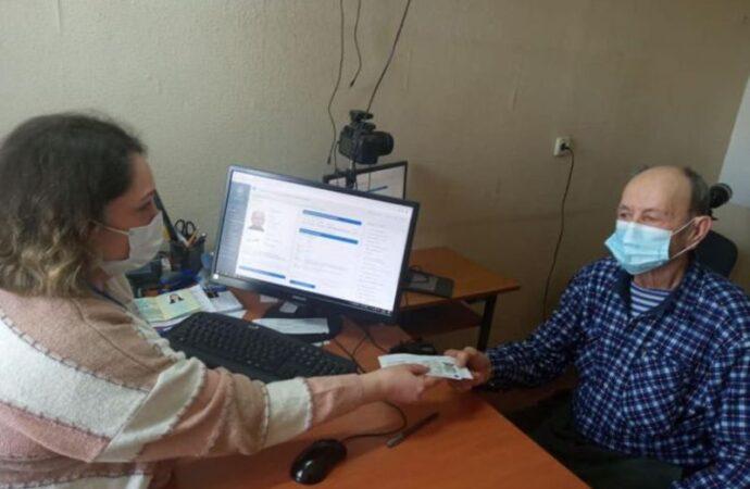 Курьез: в Одесской области 85-летний дедушка впервые получил паспорт