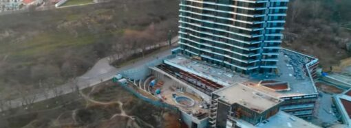 В Одессе возобновилась застройка пляжа санатория «Россия» (видео)