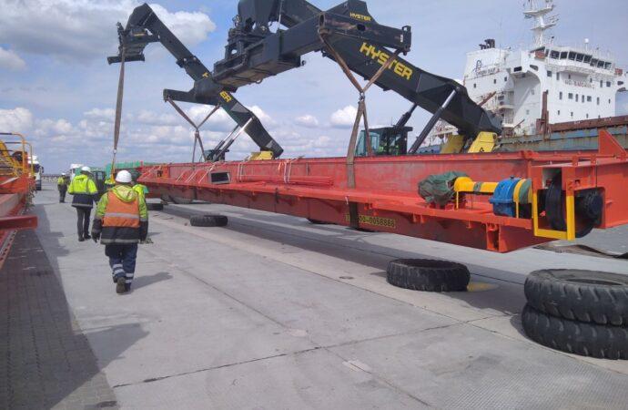 В Одесском морпорту провели уникальную грузовую операцию (фото)