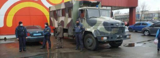 Локдаун в Николаеве: Национальная гвардия заблокировала входы на рынок (видео)