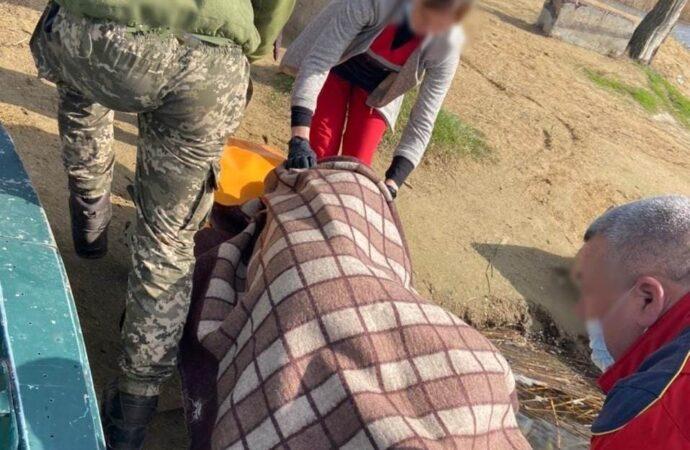 В Одесской области пограничники спасли мужчину, едва не утонувшего в водохранилище (видео)