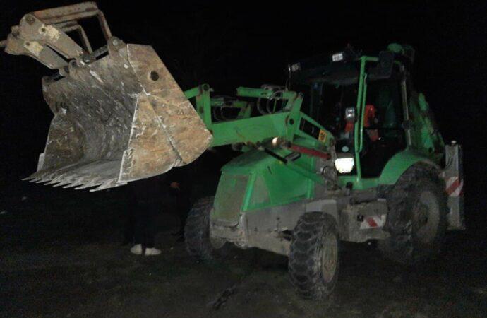 На одесском Чкаловском пляже ночью орудовала строительная техника (видео)
