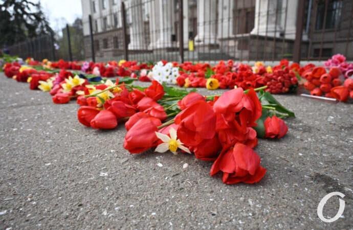 Годовщина одесской трагедии: на Куликовом поле возложили цветы (фоторепортаж)
