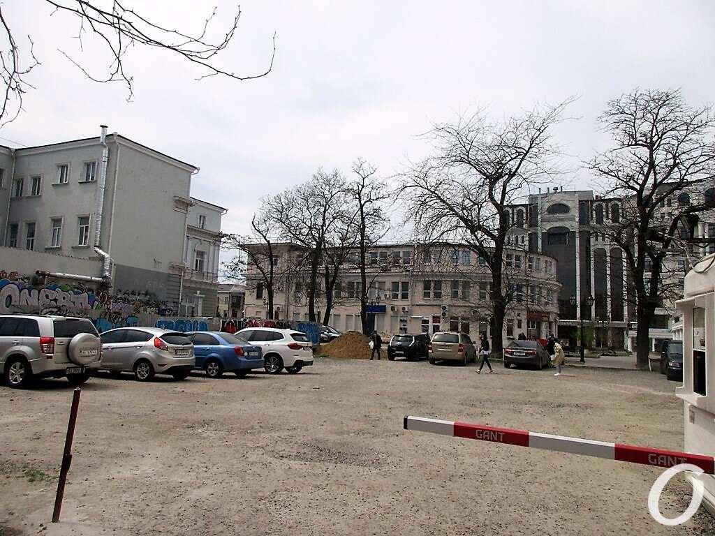 Красный переулок, шлагбаум