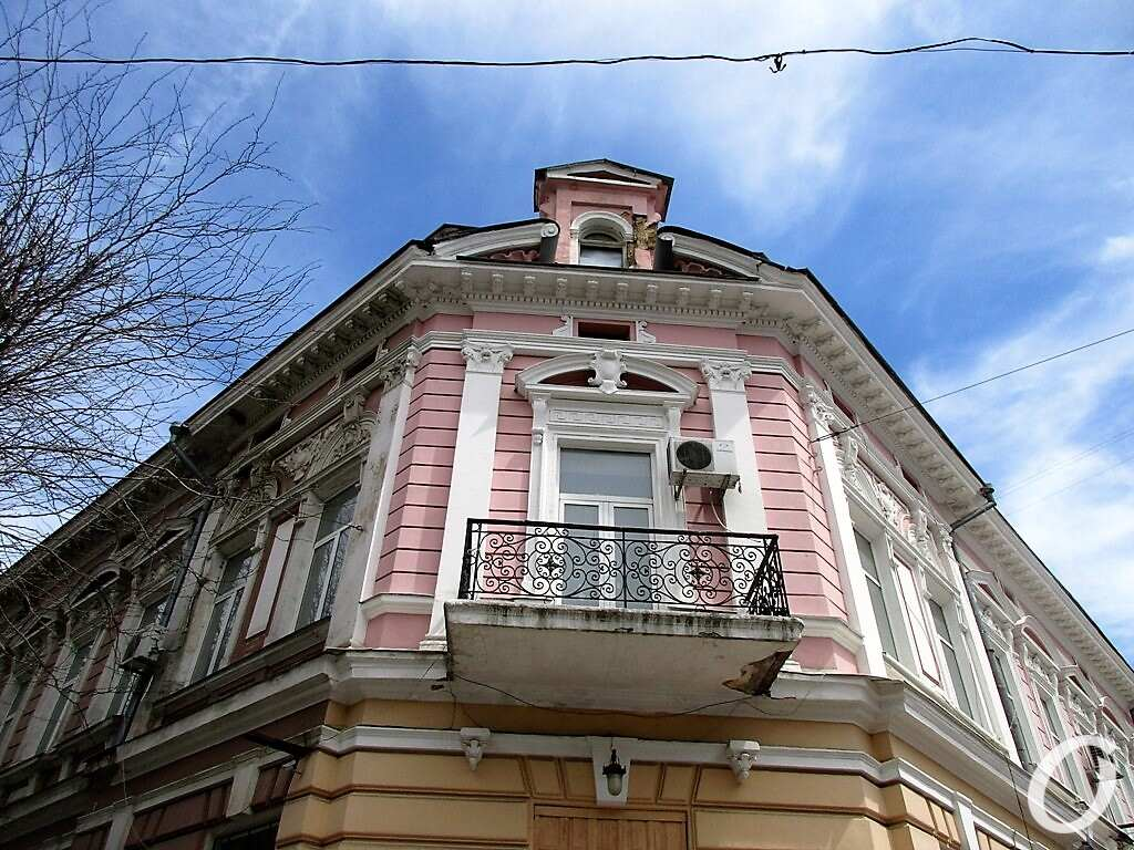 Красный переулок, балкон