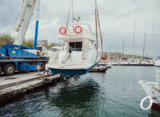 В одесском яхт-клубе спустили на воду яхты (фоторепортаж)