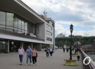 Одесские истории: Морвокзал – «полуостров» с памятниками и старыми якорями (видео)