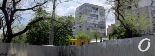 За высоким забором: вторая часть одесского бульвара Жванецкого становится неузнаваемой (фото)