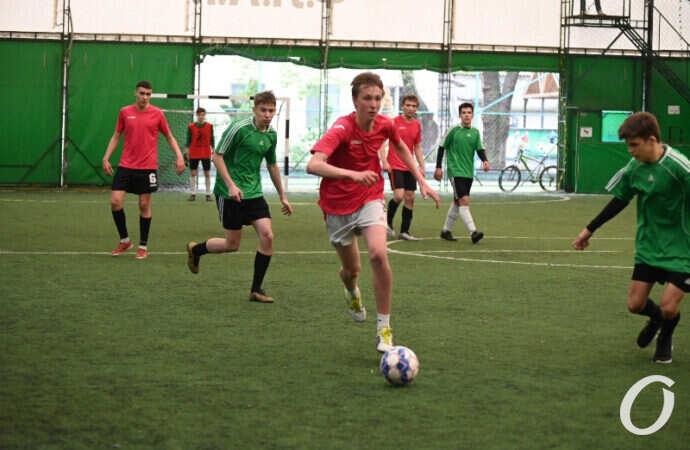 «Турнир четырех»: одесские студенты посостязались на мини-футбольном поле – фоторепортаж