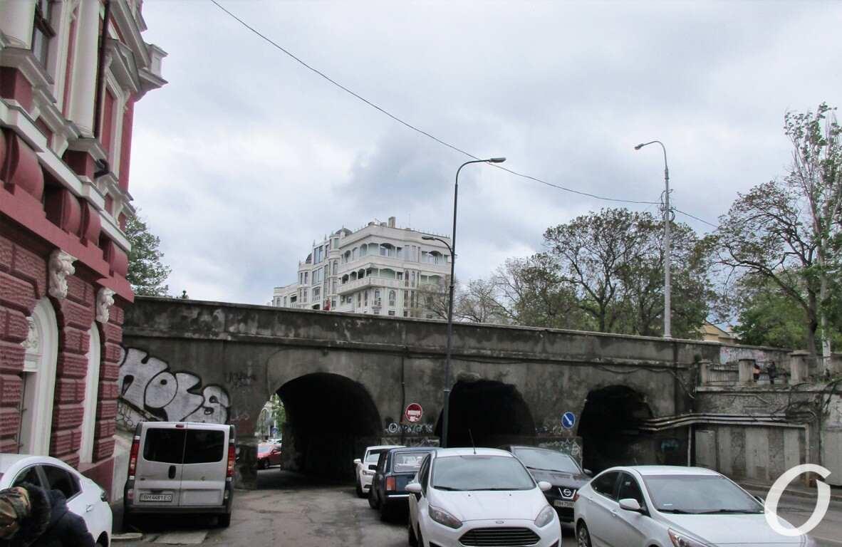 Военный спуск, Сабанеев мост