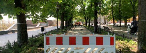 В Одессе начался капитальный ремонт тротуаров Приморского бульвара (фото, видео)