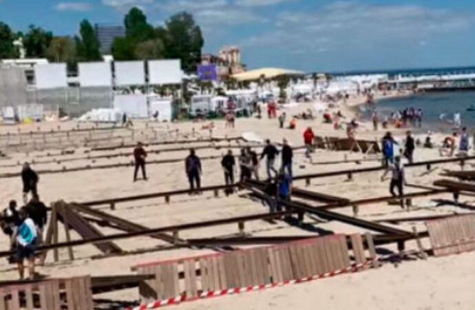 Одесские активисты провели пляжный «субботник» в Аркадии (видео)
