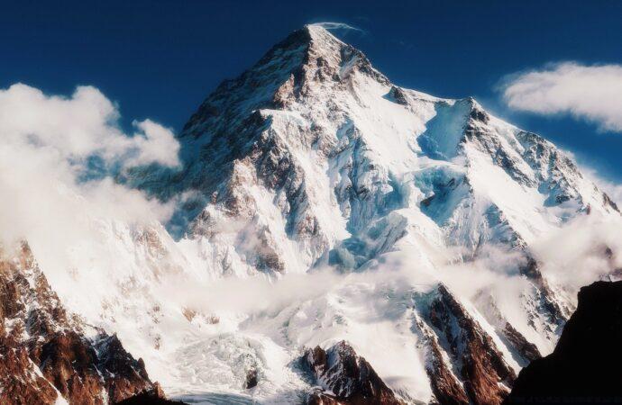 Этот день в истории: кто впервые покорил Эверест?