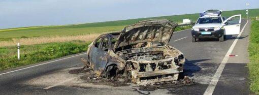 На трассе Одесса – Рени сгорел «Лексус» – пострадала пассажирка