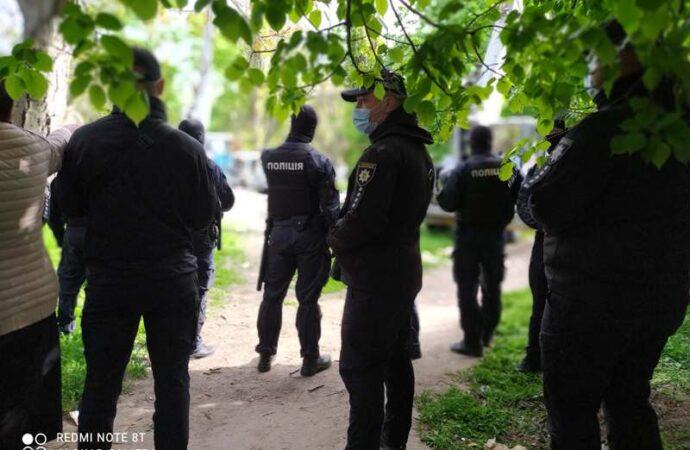 Борьба за зеленую зону на Черемушках в Одессе: на «объект» стянули десятки силовиков (фото, видео)