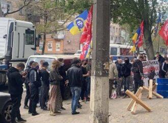 В Одессе представители «Братства» настаивают на закрытии телеканала «Академия» (фото)