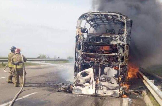 На трассе Одесса – Киев сгорел дотла пассажирский автобус (видео)