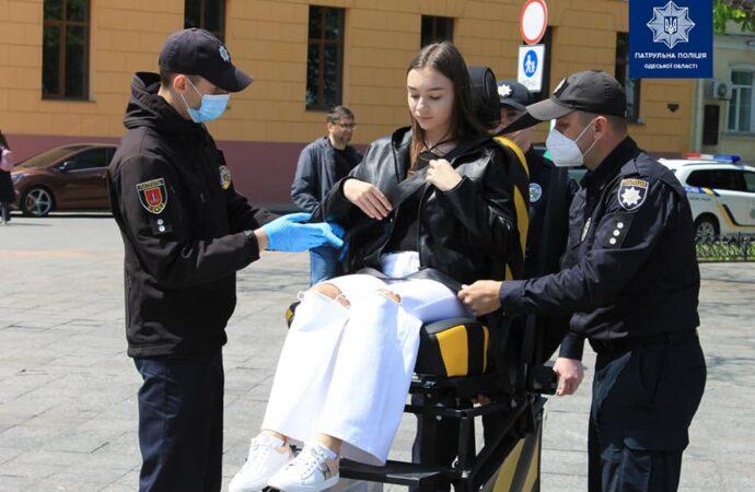 Пристегнись: в Одессе возле Дюка установили полицейский «аттракцион» (фото)