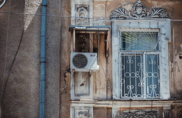 Одесские фасады: как бороться с кондиционерами и «царь-балконами» (фото)
