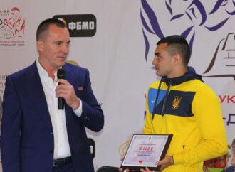 Чемпион мира по боксу Юрий Захареев получил в подарок квартиру в Одессе