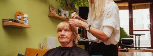 В Одессе устроили день красоты для бабушек (фоторепортаж)