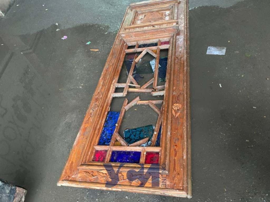 старинные двери в луже3