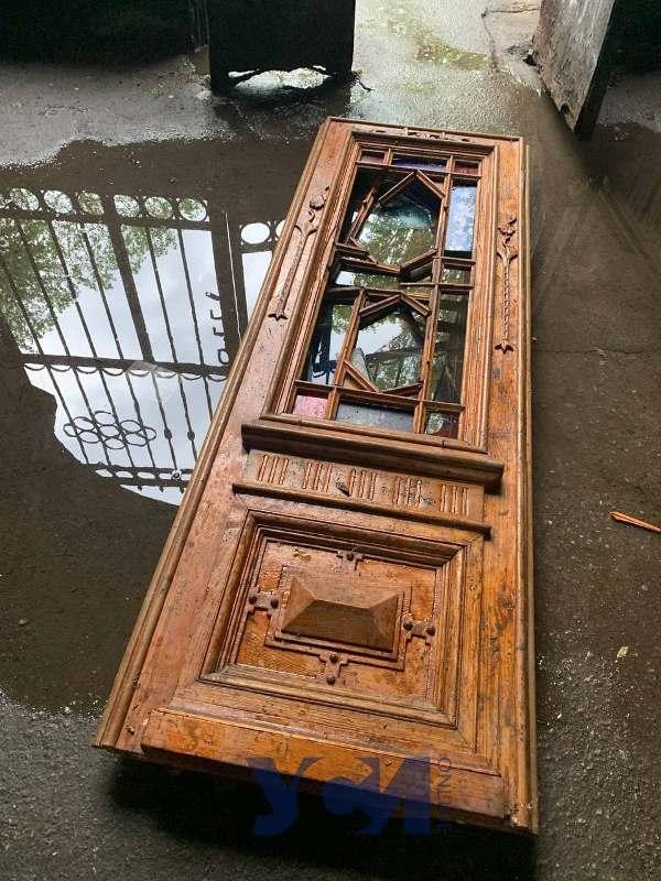 старинные двери в луже4