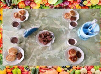 Одесских школьников начали кормить по новому меню (фото)