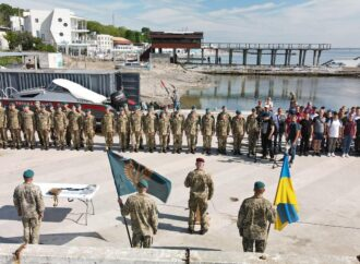 На пляже в Одессе высадился морской десант (фото, видео)