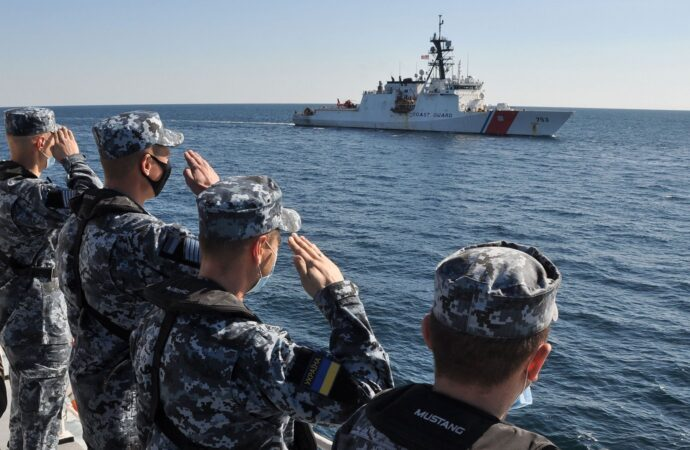 Одесские курсанты приняли участие в учениях с кораблем NATО