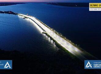 Как выглядит ночью обновленный мост через Хаджибейский лиман (фото)